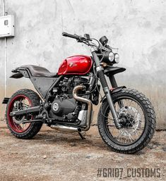 Customs recently built a custom Royal Enfield Himalayan Scrambler that looks more in line with the premium range of products that are found in the Custom Bikes, Custom Cars, Vespa, Himalayan Royal Enfield, Wheel Fire Pit, Bike Photography, Photography Ideas, Custom Car Interior, Scrambler Custom