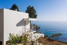 The Association Cap Moderne has completed its renovation of the seminal modern home on the south coast of France, returning it to the state it was in when it was complete in 1929. Eileen Gray, Concrete Structure, Building Structure, Aix En Provence, Antibes, Le Corbusier, Villa, Seaside Holidays, Zaha Hadid Architects