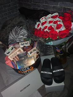 """""""my man surprised with the best spooky basket ever! i love spooky szn 👻🎃🖤"""" Birthday Goals, Cute Birthday Gift, Bff Birthday, Girlfriend Birthday, Birthday Crafts, Cute Boyfriend Gifts, Boyfriend Gift Basket, Boyfriend Birthday Ideas, Boyfriends 21st Birthday"""