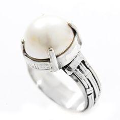 Inel realizat din argint, ornamentat cu perlă mabe.  Cod produs: CI5456 Greutate: 9.14 gr. Lungime: 1.50 cm Lățime: 1.50 cm Circumferință inel: 59 mm