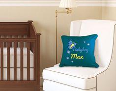 Bei diesem Kissen kannst Du das Design mit einem Namen personalisieren lassen. #baby #boy #kinderzimmer