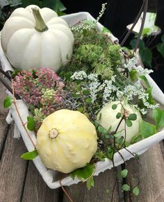 Tischdeko: Herbstlich dekorierte Etagere   Deko Herbst und ...