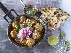 Indiske lammeboller med marinert rødløk | Godt.no Tex Mex, Indian Food Recipes, Acai Bowl, Good Food, Awesome Food, Curry, Meat, Chicken, Dinner