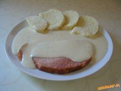 CHRENOVÁ OMÁČKA SO SYROM, alebo obed za 10 minút :-) chren vo fľaške, tvrdý syr neúdený asi 50g, smotana na varenie 250 ml, mlieko 1/2 l, soľ, olivový olej, solamyl na zahustenie 1 pol.lyžica zarovnaná, 3 dcl vody ************* knedľa+údené