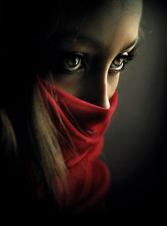 Absolutely stunning! The way the light reflects in her eyes, and the red cloth - just beautiful.