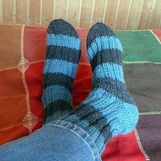 Dámské ponožky Balade | PLETENÍ – NÁVODY Socks, Knitting, Crochet, Fashion, Shawl, Dots, Ride Or Die, Trousers, Moda