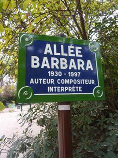 Allée Barbara dans le parc des Batignolles à Paris