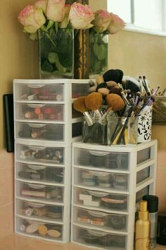 Great way to organize makeup or hair accessories. G;)