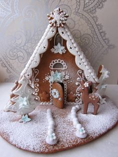Love the decorative scalloped parapet. Gingerbread House Parties, Gingerbread Village, Christmas Gingerbread House, Christmas Sweets, Christmas Cooking, Noel Christmas, Christmas Goodies, Gingerbread Cookies, Christmas Crafts