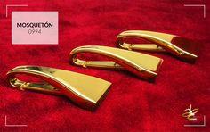 No te quedes sin tu Mosquetón dorado! dale glamour a tus diseños.   • Visítanos en: www.abcherrajes.com  #Moda #ColombianDesigners #artwork #Adornos #Herrajes #Elegancia #Lujo #Mosquetón #stylish #Styling #FashionTrend #perfect #fresh
