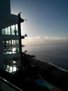 Noční výhled z hotelu Orca Praia.