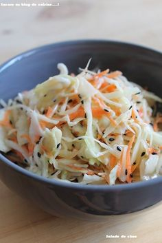 Salade de chou mi-japonaise, mi coleslaw I do not get tired of eating at the Japanese restaurant Vegetarian Recipes Dinner, Healthy Salad Recipes, Easy Cooking, Cooking Recipes, Salad Dressing Recipes, How To Cook Quinoa, Asian Recipes, The Best, Chicken Recipes