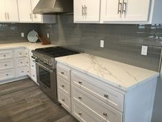 Kitchen countertops are Neolith material. Concrete Kitchen Floor, Kitchen Flooring, Kitchen Countertops, Kitchen Cabinets, Kitchen Redo, Kitchen Dining, Kitchen Remodel, Marble Island, Home Kitchens
