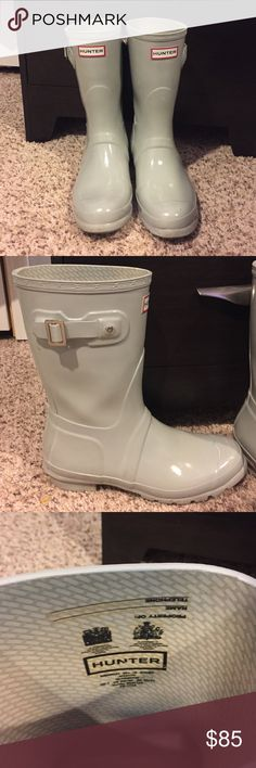 Short Hunter Boots Light grey short hunter boots good condition bought from another posher but they're a little too big for me Hunter Boots Shoes Winter & Rain Boots