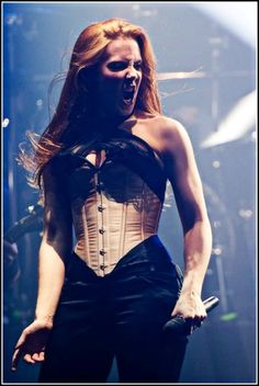 Have I mentioned Simone Simons, tho?