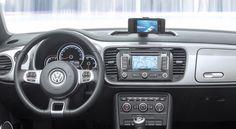 폭스바겐 x 애플 = 아이비틀. Volkswagen iBeetle integrates the iPhone through a dock, an app... and thats it