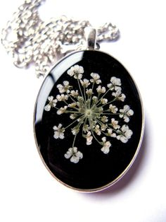 Queen Anne's Lace Resin Pendant Necklace - Real Pressed Flower Encased in Resin, Pressed Flower Jewelry - Basteln Resin Jewlery, Resin Necklace, Pendant Necklace, Lace Necklace, Diy Resin Art, Diy Resin Crafts, Resin Flowers, Lace Flowers, Resin Pendant