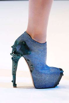 Alien Shoe Editorials: Alexander McQueen Shoes in 'Attach the Prophets' in Vogue Nippon