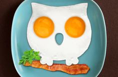 Funny Side up Owl Egg Shaper is an innovative product that's sure to add cuteness and brighten up your morning. By using this handy mold and two eggs you can create a cool egg art that'll put a smile on the little ones' faces and anyone who enjoys to get creative with food.