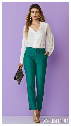 Image may contain: 1 person, standing and shoes Classy Business Outfits, Classy Outfits, Pretty Outfits, Casual Outfits, Fashion Pants, Look Fashion, Fashion Outfits, Look Office, Baggy Pants