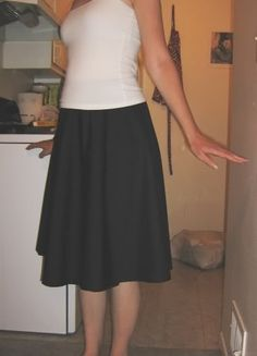 wrap circle skirt. looks super easy! Huh, I could do that. Looks cute, eliminates the need for a waistband or zipper or other scary things like that.