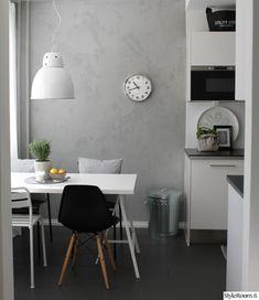 concrete looking wall Kitchen Ikea, Kitchen Furniture, Kitchen Interior, Furniture Design, Home Design, Modern Loft, Grey Flooring, Scandinavian Home, Classic Furniture