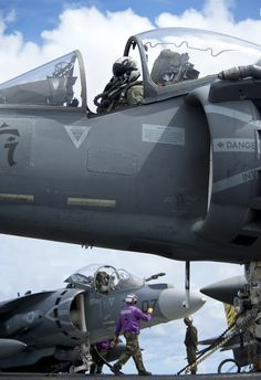 US Mairine Harriers. The rope seem in the cockpit is there to blow the canopy apart on ejection. Military Jets, Military Weapons, Military Aircraft, Fighter Pilot, Fighter Aircraft, Fighter Jets, Photo Avion, F35, Jet Plane