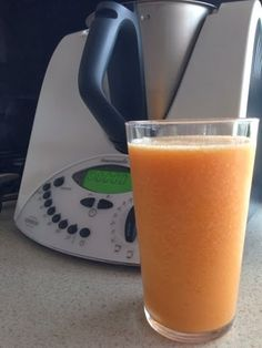 How to juice in the Thermomix Healthy Fruit Smoothies, Pear Smoothie, Healthy Juices, Juice Smoothie, Smoothie Recipes, Rainbow Smoothies, Detox Juices, Smoothie Cleanse, Juice Cleanse
