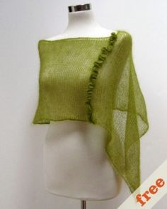 Love this pretty Cocoknits mohair wrap with ruffle detail. Easy knitting pattern! #knitting #freepattern