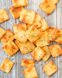 Keto Low Carb Crackers Low carb keto gluten free cheese crackers These homemade crackers are easy to make and ready in about 30 minutes Perfect for snackingTh Low Carb Keto, Low Carb Recipes, Diet Recipes, Snack Recipes, Cooking Recipes, Healthy Recipes, Ketogenic Recipes, Shrimp Recipes, Smoothie Recipes