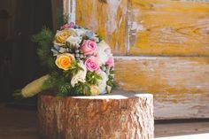 Vintage and Rustic Wedding Bouquet - www.myvintagewedd... | #weddinginportugal #vintageweddinginportugal #vintagewedding #portugalwedding #myvintageweddinginportugal #rusticwedding #rusticweddinginportugal #thequinta #weddinginsintra #summerweddinginportugal