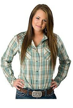 Western wear for women is becoming incredibly popular and celebrities from Kate Middelton to Jennifer Aniston can be seen looking stylish in western shirts, jeans and boots. Country Style Outfits, Southern Outfits, Country Fashion, Cowboy Outfits, Cowgirl Outfits, Cute Outfits, Cowgirl Shirts, Western Shirts, Western Apparel