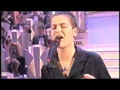 """Siamo nel 1997 quando Silvia Salemi si presenta al 47° Festival di Sanremo con """"A casa di Luca"""", un brano scritto da Giampiero Artegiani con la collaborazione della stessa interprete siciliana per ciò che riguarda il testo. Il brano ottiene un quarto..."""