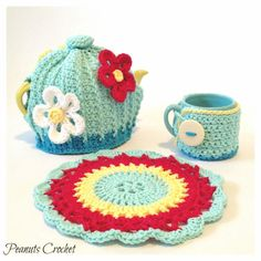 Teapot Cozy Cover Mug Cozy and Large Potholder door PeanutsCrochet, $40,00
