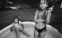 Amanda Marie Ellison, à droite, et sa cousine Amy Minton Velasquez, à Valdese en Caroline du Nord, en 1990. © Mary Ellen Mark