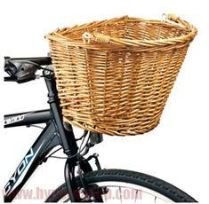 Praktický odnímateľný košík na bicykel vhodný na nákupy alebo prepravu rôznych predmetov. Pekný štýlový košík na bicykel s prútenou rúčkou na nosenie košíka mimo bicykla. Ideálne na nakupovanie a prevoz rôznych vecí.Košík je vybavený univerzálnym držiakom, ktorý sa upevňuje na riadítka , minimálny priemer rúry riadítok pre dokonalé upevnenie je 25,4 mm , priemer uchytenia sa dá zväčšovať až do cca 33 mmŠpecifikáciemateriál : prírodné prútie , držiak ku bicyklu kov a čierny plast vonkajšie…