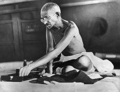 """""""J'ai vu des enfants braver et surmonter l'influence d'une hérédité malsaine, cela tient à la pureté qui est un composé inhérent à l'âme humaine. Mohandas Gandhi"""""""