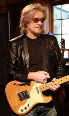 """Daryl Hall has a GREAT show on the Paladia channel called """"Live from Daryl's House""""."""