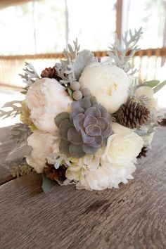 Okay, so Florida may not have the type of winters we have up here in New England, but that doesn't mean that you can't have gorgeous winter inspired weddings. And if you're on board with a romantic winter wedding filled