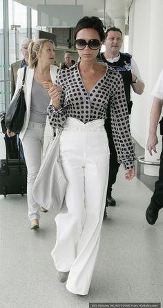 Victoria Beckham - Women´s Fashion Style Inspiration - Moda Feminina Estilo Inspiração - Look - Fashion Mode, Work Fashion, Womens Fashion, Fashion Trends, Fashion Clothes, Petite Fashion, Style Fashion, Fashion Fail, Fashion Dresses