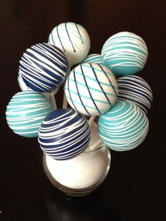 Blue and white cake pop - simple arrangement