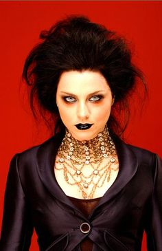 Not crazy about her music but damn she looks hot here! Love her makeup amy lee of EVANESCENCE Rock N Roll, Gorgeous Women, Beautiful People, Snow White Queen, Amy Lee Evanescence, Goth Look, Cosplay, Her Music, Gothic Beauty