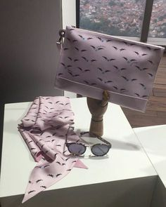 Exclusive presentation of @longchamp collections for Spring/Summer 2018! The collections inspired by the empowerment evolution of French woman. And the designer @sophiedelafontaine also show us about the woman as a beautiful business-minded and very arty. #MarieClaireupdates #MarieClaireIndonesia #longchamp #longchampindonesia #longchampss18 via MARIE CLAIRE INDONESIA MAGAZINE official Instagram - #Beauty and #Fashion Inspiration - Beautiful #Dresses and #Shoes - Celebrities and Pop Culture…