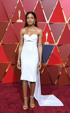 "Naomie Harris Photos Photos - Nominee for Best Supporting Actress ""Moonlight"" Naomie Harris arrives on the red carpet for the 89th Oscars on February 26, 2017 in Hollywood, California.  / AFP / ANGELA WEISS - 89th Annual Academy Awards - Arrivals"