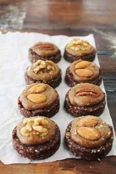 This Rawsome Vegan Life: Almond Cacao Cookies with Salted Maca Caramel. We have all of the ingredients on hand, I NEED to make this very soon! Raw Vegan Desserts, Raw Vegan Recipes, Vegan Dessert Recipes, Vegan Treats, Vegan Foods, Vegan Raw, Drink Recipes, Vegan Vegetarian, Raw Cake