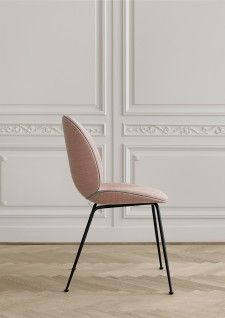 Gubi Beetle stoel Beetle Chair, Home Furniture, Furniture Design, Upholstered Chairs, Chair Design, Dining Chairs, Lounge Chairs, Interior Design, Home Decor