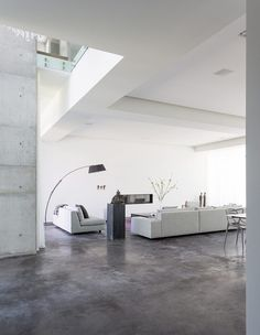 Hot modern villa situated in Miami, Florida, designed by Max Strang Architecture. Modern White Living Room, Formal Living Rooms, Contemporary Interior Design, Home Interior Design, Contemporary Sofa, Concrete Floors, Luxury Living, Home Deco, Designer