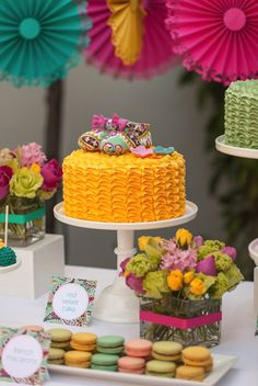 Colorful party : Sweet treats at a Pack Her Bag baby shower inspired by Tutti Frutti by Kim of The TomKat Studio. Baby Showers, April Showers, Baby Shower Parties, Diy Centerpieces, Tutti Frutti, Diy Party, Party Ideas, Party Favors, Girl Shower