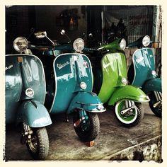 Remembering #bali : the vintage #vespa shop | Flickr: Intercambio de fotos
