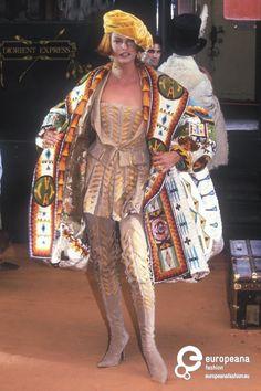 John Galliano for The House of Dior Winter Haute Couture Queer Fashion, Dior Fashion, Runway Fashion, Galliano Dior, John Galliano, Christian Dior Designer, Express Fashion, Conceptual Fashion, Dior Haute Couture